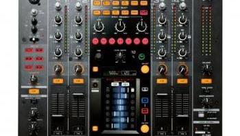 La table de mixage Pioneer DJM-2000 est tactile et numérique