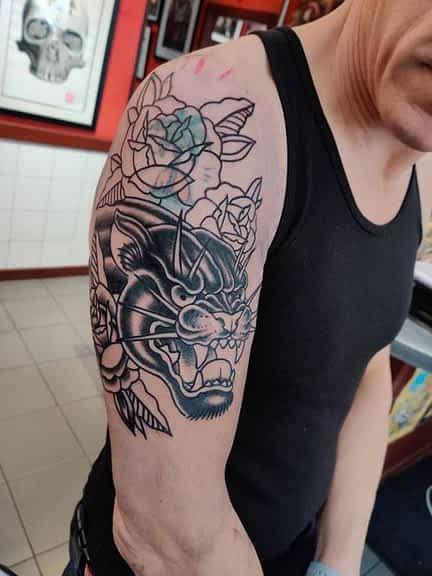 Le recouvrement d'un tatouage ou tattoo cover-up
