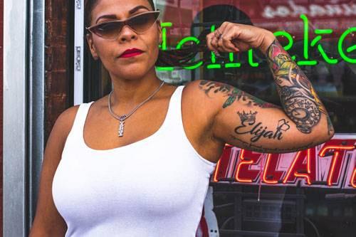 tatouages sur une femme