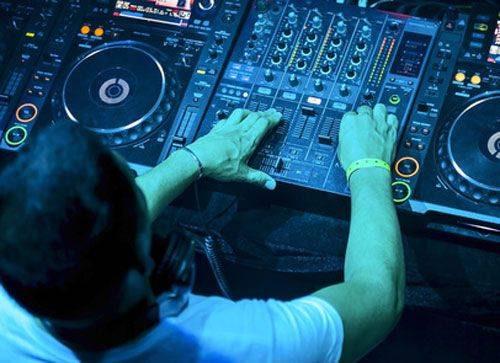 Utiliser un effet audio numérique lors d'un DJ Set, un enchaînement audio ou le Mix DJ 1